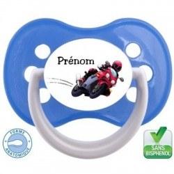 Tétine bébé avec une moto